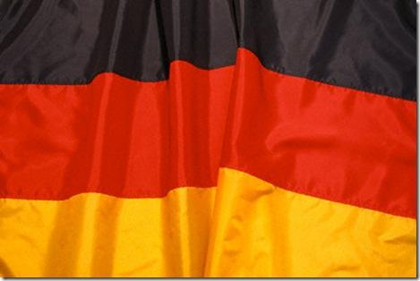 Milhares de alemães se manifestam contra o racismo em Dresden