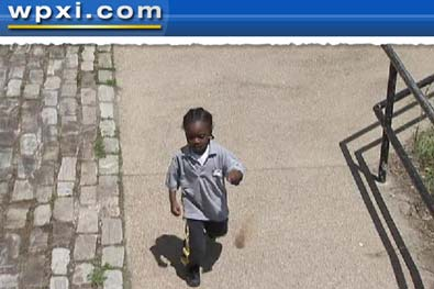 Menino de 4 anos foge da escola e caminha quase 2 km para voltar para casa