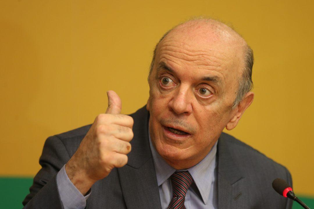 Serra chama negros tucanos ao Palácio para abafar crise