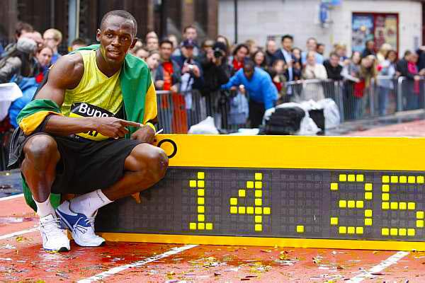 Usain Bolt vence prova de 150 m nas ruas de Manchester