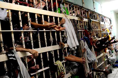 Cela com capacidade para 36 detentos abriga 256 no Espírito Santo