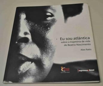 RATTS, Alecsandro (Alex) J. P. . Eu sou Atlântica: Sobre a Trajetória de Vida de Beatriz Nacimento. 1. ed. São Paulo: Imprensa Oficial / instituto Kuanza, 2007. v. 1. 136p. (Foto: Imagem retirada do site UNILAB)