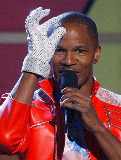 A  Premiação e comunidades negras reverenciam Michael Jackson