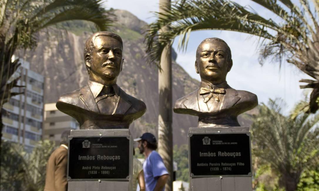 Busto dos irmãos André e Antônio Rebouças, na Praça José Mariano Filho, na entrada do Túnel Rebouças (Foto: Divulgação / Prefeitura do Rio)
