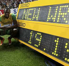 Usain Bolt arrasa recorde dos 200 metros e é ouro em Berlim