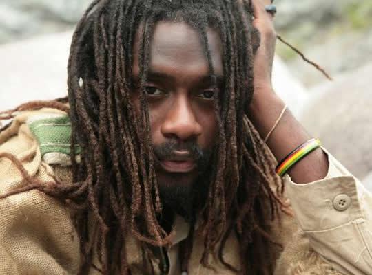 Cantor volta às raízes do reggae