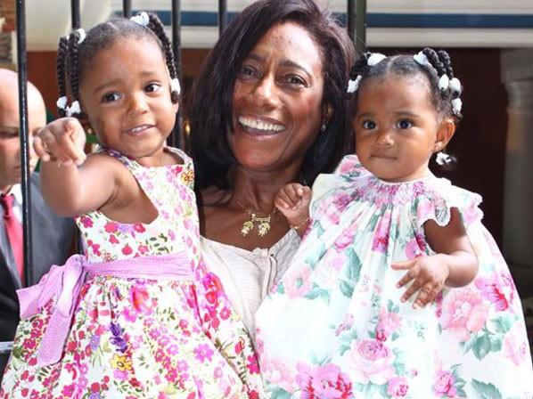 ADOÇÃO: Glória Maria faz festa para filhas Maria e Laura