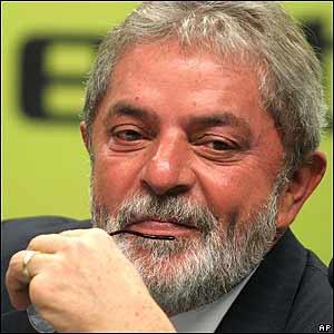 Lula à juventude brasileira: não desista da política. Participe! Se não encontrar em outros o político que procura, você pode achá-lo em si mesmo.
