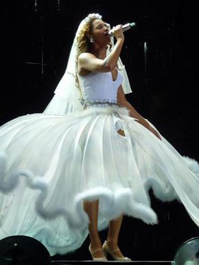 BEYONCÉ SHOWS: Depois de dormir até tarde, Beyoncé volta a se apresentar no Rio