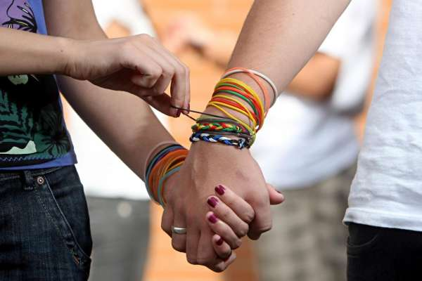 Pulseira é desculpa para crime, diz psicóloga