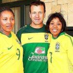 Filha de Nelson Mandela visita hotel da seleção em Joanesburgo