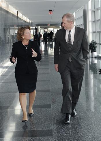 Mulher assume pela primeira vez comando de agência de inteligência nos Estados Unidos
