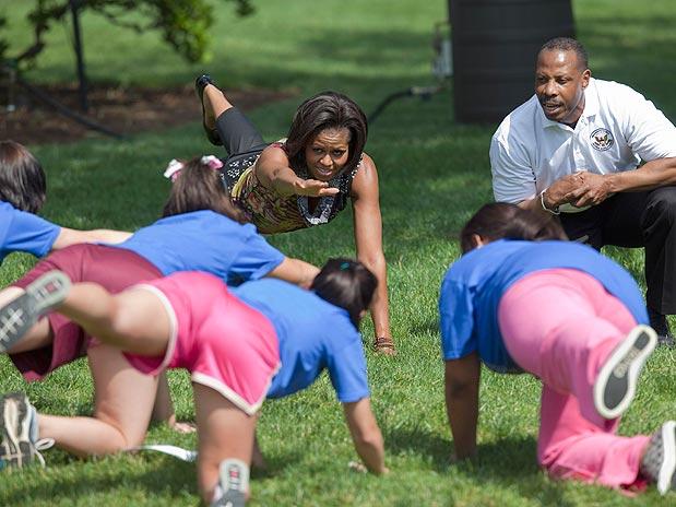 Saudável: Michelle Obama participa de sessão de exercícios