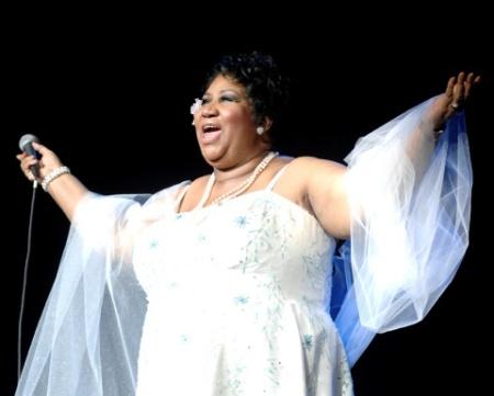 Após cirurgia, Aretha Franklin canta em TV dos EUA