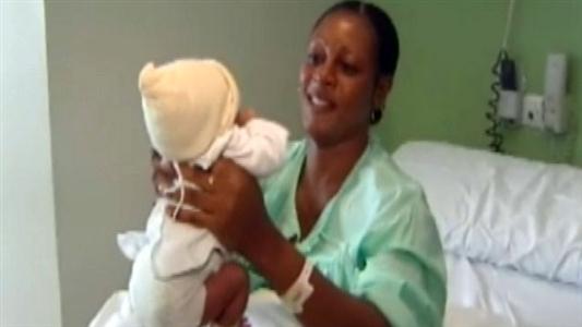 Mulher dá à luz bebê em pleno voo