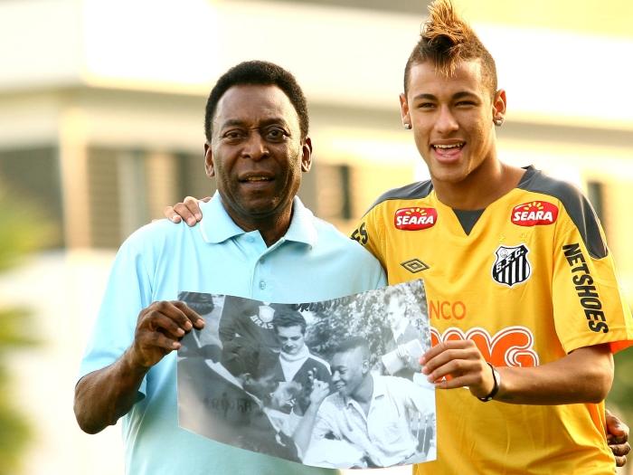 Neymar aparece loiro no CT e é