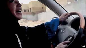 Hillary dá apoio a 'valente' campanha de mulheres sauditas para dirigir