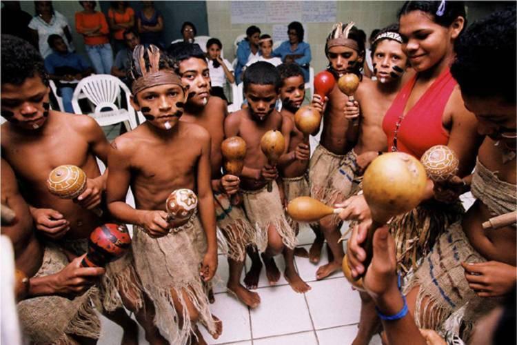 Índios e negros da terra