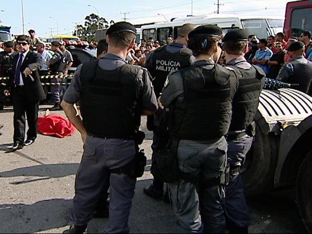 Policial mata caminhoneiro após briga de trânsito na BR-101, no ES