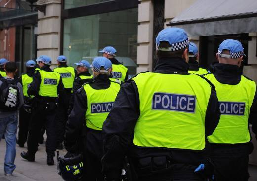 Reino Unido - Policiais que abusam dos poderes de abordagem  racista devem ser processados por desperdiçar o tempo da polícia