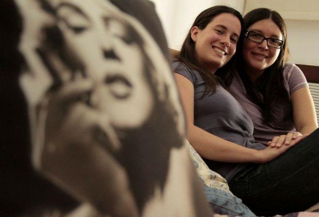 Casamento homoafetivo quebra paradigmas com festança no Rio