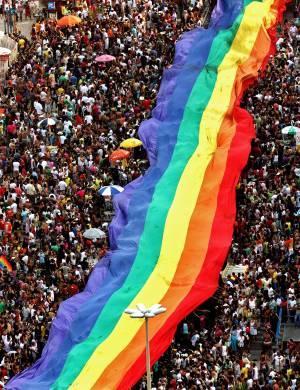 Apuração de crimes contra gays cresce em SP