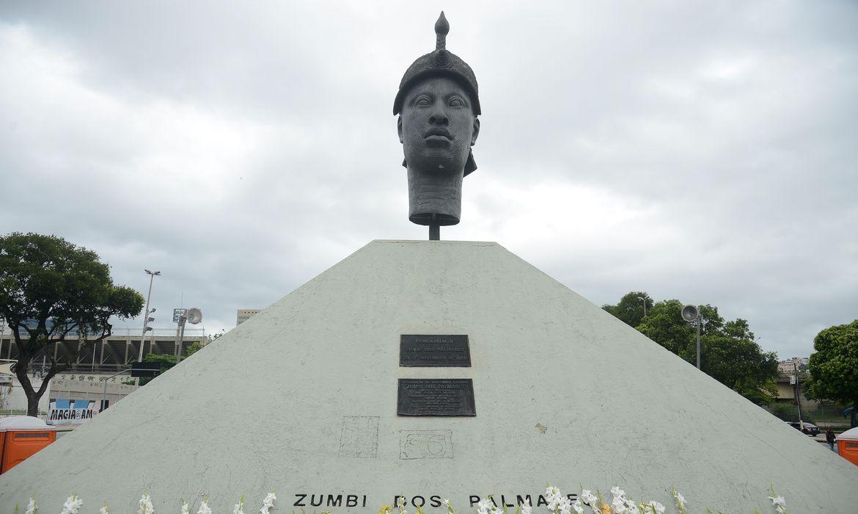 O dia da Consciência Negra tem homenagens no monumento Zumbi dos Palmares (Foto: © Tomaz Silva/Agência Brasil)