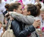 França aprova casamento e adoção para homossexuais