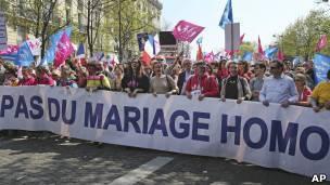 Ataques homofóbicos expõem divisão sobre casamento gay na França