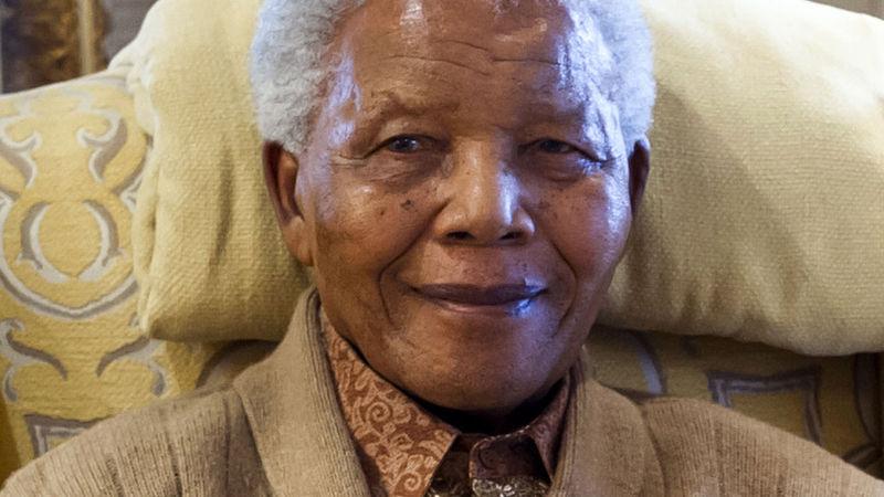 Hillary Clinton almoça com Nelson Mandela na África do Sul