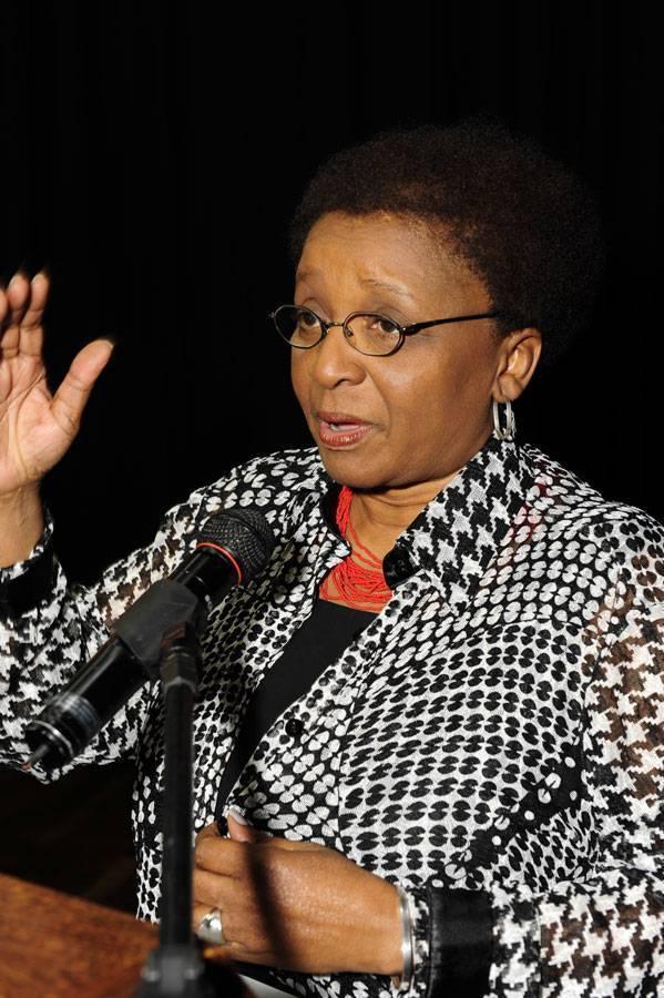 Romper negação do racismo é desafio para a sociedade brasileira, diz ministra Luiza Bairros em palestra na UFMG