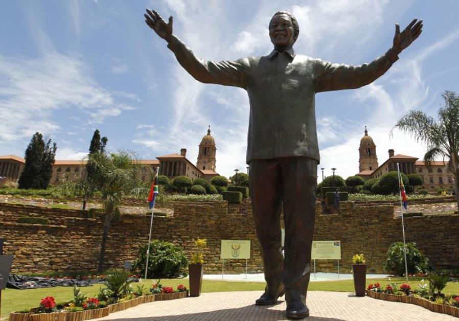 África do Sul convida à reconciliação ao inaugurar estátua de Mandela