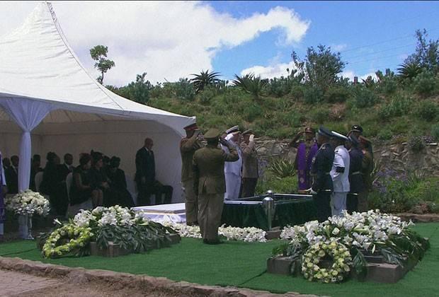 Corpo de Nelson Mandela é enterrado na África do Sul