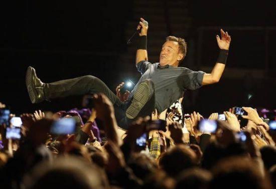 Bruce Springsteen relembra Mandela em seu primeiro show na África do Sul