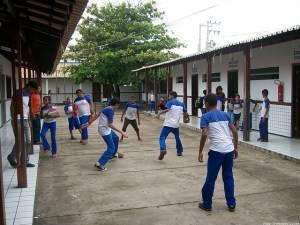 Meninas e meninos no recreio escolar - Por Adriano Senkevics