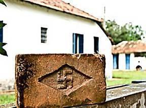 Prédios de tijolos com suástica darão lugar à plantação de cana-de-açúcar