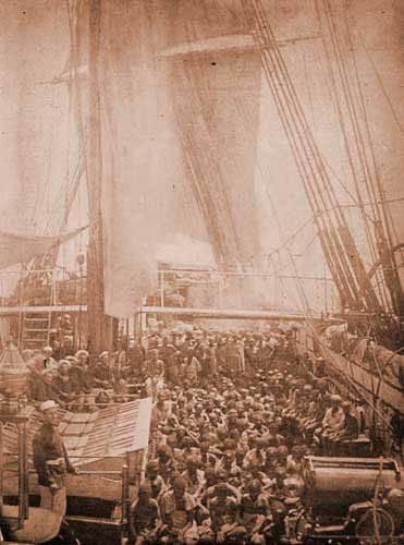 Essa imagem é um dos primeiros registros de Africanos sendo resgatados de um navio negreiro pela Marinha Real Britânica. Imagem cortesia dos Arquivos Nacionais Britânicos, Serviço de Arquivos Públicos, Londres.