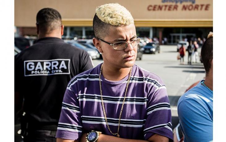Polícia notifica jovens em shopping por reconhecer o 'naipe'