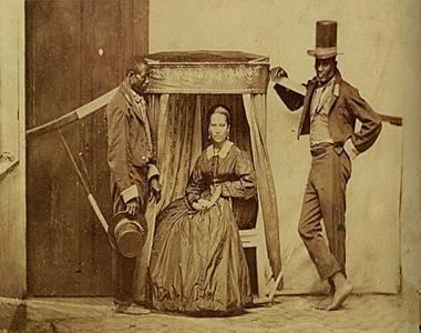 Uma senhora e seus escravos na província de São Paulo, fotografia de autor desconhecido