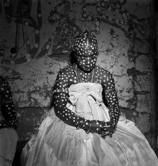 Ritual de iniciação das filhas-de-santo. Bahia, Brasil, 1951. Fotografia de José Medeiros/Acervo IMS.