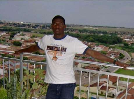 Juíza culpa vítima e inocenta PMs acusados de matar africano