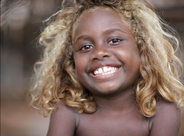 país onde os negros tem cabelos naturalmente loiros - Geledés