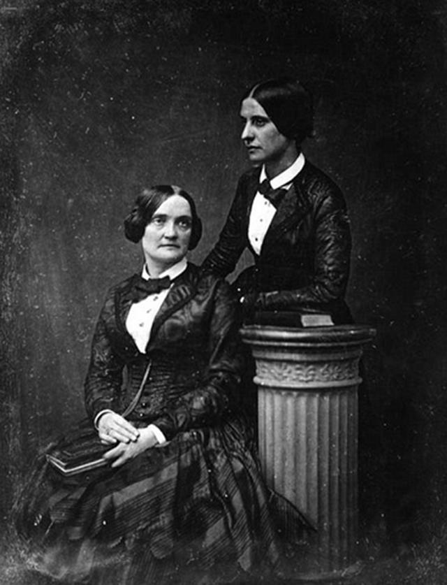 18 Fotos históricas de lésbicas que marcaram gerações