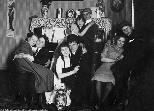 Casais de lésbicas em 1910.