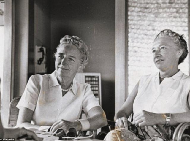 Author Kathryn Hulme e Marie Louise Habets (1956).