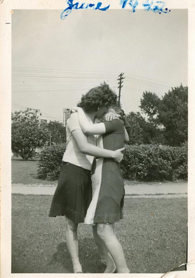 Casal se beijando (Junho, 1942).