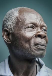 Cultura: fotógrafa da Costa do Marfim faz exibição sobre a tradição da escarificação