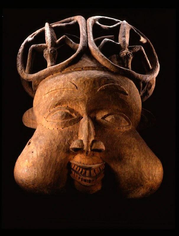 Máscara da etnia Bamileke (de Camarões), pertencente à coleção do museu etnológico de Berlim.