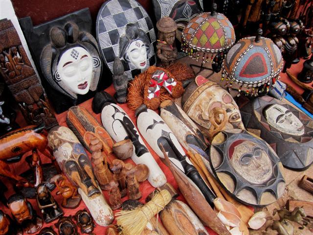 Máscaras africanas, principalmente de Camarões. Foto: Reprodução