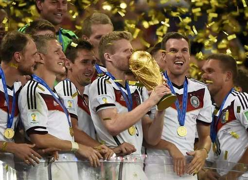 """Maracanã canta """"Pelé"""", Alemanha é tetra e Argentina chora"""